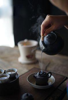 better stay indoors on a wild day like this.You'd better stay indoors on a wild day like this. Tea Room Decor, Zen Tea, Tea Culture, Japanese Tea Ceremony, Tea Art, Chinese Tea, How To Make Tea, Tea Recipes, Tea Mugs