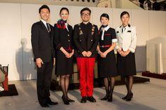 客室乗務員や地上接客部門を含むJALグループ各部門の制服の新制服のデザインを、丸山敬太が担当。この新制服が2012年12月20日(木)、羽田空港の格納庫で披露された。新しい制服は2013年春より導入さ...