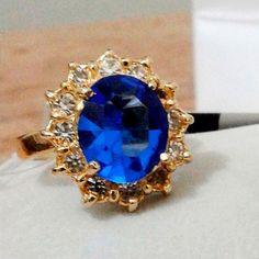 Anel tipo flor com pedra natural azul cravejado com Zircônias - Consumiss