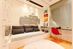 quarto de menino / boy / bedroom / F1 / racing / apartamento decorado / home decor / bohrer arquitetura / interior design