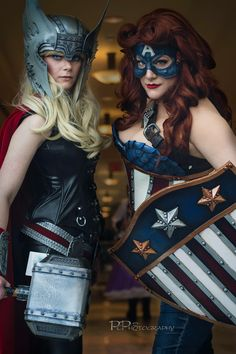 Captain America and Thor rule 63 Thor Cosplay, Superhero Cosplay, Cosplay Girls, Cosplay Costumes, Amazing Cosplay, Best Cosplay, Avengers Fan Art, Captain America Cosplay, Female Thor