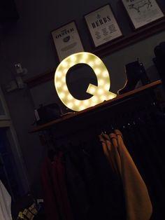 Cirkuslampan - Bokstavs Lampa Q via CIRKUSLAMPAN. Click on the image to see more!