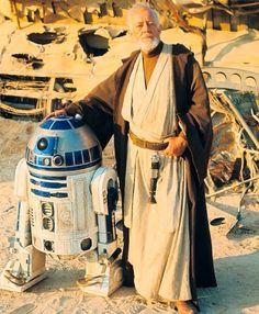 Sir Alec Guinness (Obi Wan Kenobi) & Kenny Baker behind the scenes on Star Wars March, Tunisia Stormtrooper, Darth Vader, Images Star Wars, Star Wars Pictures, Stargate, Star Wars Rebels, Star Ears, Alec Guinness, Star Wars