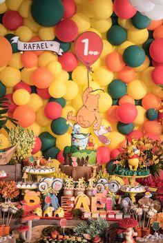 Festa Infantil   Tema Pooh Baby Boy Birthday Themes, Baby First Birthday Cake, Trolls Birthday Party, First Birthday Parties, First Birthdays, Winnie The Pooh Decor, Winnie The Pooh Birthday, Kids Party Decorations, Baby Party