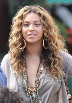Top 10 Curly Hairstyles of 2010