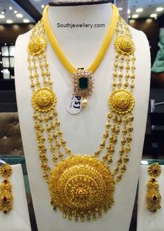 Gold Necklace and Haram - Indian Jewellery Designs Gold Earrings Designs, Necklace Designs, Jewellery Designs, Pakistani Jewelry, Indian Jewelry, Gold Jewelry Simple, Gold Jewellery, Simple Necklace, Pearl Bridal Jewelry Sets
