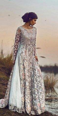Indian wedding dresses are very beautiful. Usual indian bridal dresses made of chiffon or silk and adorned with elaborate embroidery, red or gold color. Pakistani Wedding Outfits, Pakistani Wedding Dresses, Indian Dresses, Indian Outfits, Glam Look, Dress Up, Pakistani Couture, Bridal Lehenga, Anarkali