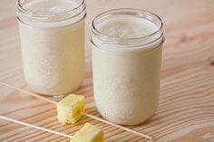 Dit recept beschrijft hoe je een ananas-kokos smoothie maakt.