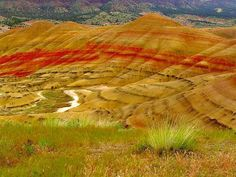 Painted Hills, Oregon, USA (by littlebiddle)