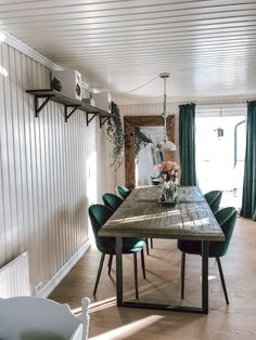 Looking for some great ideas for your transitional dining room decor? Here are pointers that will make your dining area stand out Minimalist Dining Room, Minimalist House Design, Dining Room Wall Decor, Room Decor, Home Decor Furniture, Unique Home Decor, Dining Table, Dining Area, Living Room