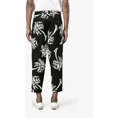 Dolce & Gabbana palm tree print cropped trousers (€820) ❤ liked on Polyvore featuring men's fashion, men's clothing, men's pants, men's casual pants, mens beach pants, men's relaxed fit pants, mens summer pants, dolce gabbana mens pants and mens cropped pants