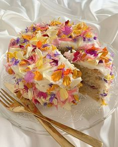 Pretty Birthday Cakes, Pretty Cakes, Cute Food, Yummy Food, Think Food, Cute Desserts, Just Cakes, Breakfast Cake, Aesthetic Food