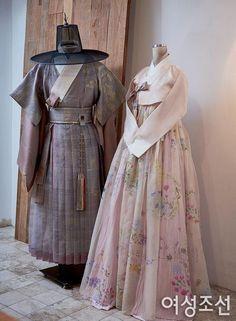 Korean Traditional Dress, Traditional Fashion, Traditional Dresses, Kpop Outfits, Korean Outfits, Hanbok Wedding, Korea Dress, Modern Hanbok, Korean Wedding