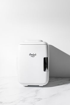 Ever wanted to step up your vanity experience and decor ? By adding a Cooluli Classic 4L in white to any space you'll immediately add conveience and style. With removable shelves make organizing your skincare or water fun! (It is also a warmer!) Small Mini Fridge, Portable Fridge, Black Cow, Shelfie, Instagram Worthy, Beauty Essentials, Organizing, Skincare, Breast