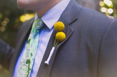 11-groomsman-boutonniere-billy-ball-close-up-paisley-tie