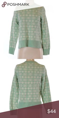 "Gap Light Green Wool Pullover Sweater Size Small Gap Light Green and White Wool Pullover Sweater Women's Size Small. Crew Neckline. Measurements 28"" Chest 22"" Length. 55% Wool 45% Nylon. Gently used condition. GAP Sweaters Crew & Scoop Necks"