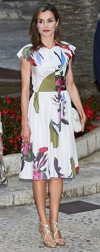 8 Aug 2016 - Queen Letizia attends Balearic Islands reception. Click to read more