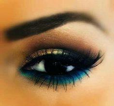 gold smokey eye with blue underline