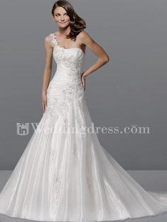 Elegant Organza One-Shoulder Wedding Dress with Lace