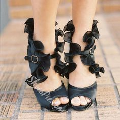 Shoespie Black Color Falbala Decorated Dress Sandals