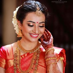 Kerala Hindu Bride, South Indian Bride Saree, Indian Wedding Makeup, Indian Wedding Outfits, Bridal Accessories, Bridal Jewelry, Saree Jewellery, Temple Jewellery, Hair Puff