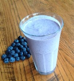 Super easy blueberry smoothie. Handful of blueberries, a banana and your choice of milk, soy milk or almond milk.