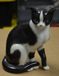 VINTAGE GOEBEL CAT FIGURINE BLACK AND WHITE BLUE EYES 11 inches ALMOST LIFE SIZE Goebel Figurines, Doll Toys, Dolls, Disney Cats, Tuxedo Cats, Ceramic Studio, Vintage Cat, Porcelain Ceramics, Fine China