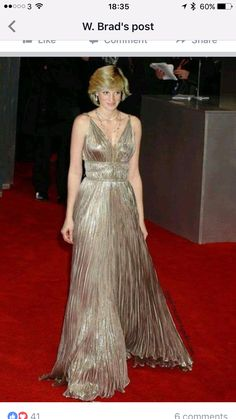 diana in gold First Ladies, Princess Diana Fashion, Princes Diana, Princess Of Wales, Golden Princess, Lady Diana Spencer, Quinceanera Dresses, Royal Fashion, Fashion Dresses