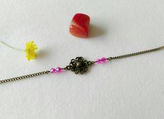 bracelet fleur et perles de verre rose fushia