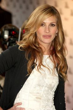 Julia Roberts Favorite Music Color Books Perfume Dry Shampoo Wiki , informations and more on Celebrity. Book Perfume, Perfume Hermes, Perfume Versace, Perfume Diesel, Perfume Good Girl, Gwyneth Paltrow, Elegant Woman, Hair Colors, Beauty