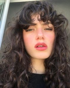 Curly Hair With Bangs, Long Curly Hair, Hairstyles With Bangs, Pretty Hairstyles, Curly Hair Styles, Wavy Hair 2b, Fringe Hairstyles, Hair Inspo, Hair Inspiration
