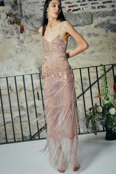 Get inspired and discover Cucculelli Shaheen trunkshow! Shop the latest Cucculelli Shaheen collection at Moda Operandi. Runway Fashion, High Fashion, Fashion Tips, Evening Dresses, Prom Dresses, Beige Dresses, Prada, Tulle Gown, Haute Couture Fashion