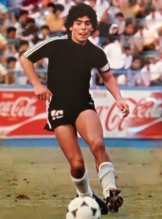 Diego Armando, Legends Football, World Football, Soccer Players, Fc Barcelona, Running, Sports, Soccer, Soccer Pics