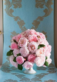 A rose centrepiece like this is a great way to brighten up a room!