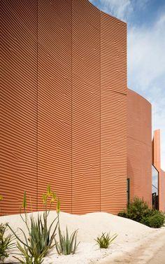 Muros de cerámica. Pabellón de los Emiratos Arabes Unidos por Foster + Partners. Fotografía © Foster + Partners. Señala encima de la imagen para verla más grande.
