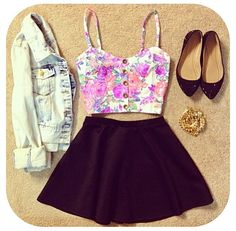Cute crop top & skirt outfit :)