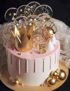 Cake from pilvilinnan_anna . Cute Birthday Cakes, Beautiful Birthday Cakes, Beautiful Cakes, Amazing Cakes, Birthday Cake Crown, 21st Birthday Cake For Girls, 30th Birthday Themes, Elegant Birthday Cakes, Birthday Dresses