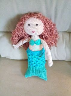 Ma poupée Ariel queue de Sirène et des pieds cachés... Barbie, Christmas Ornaments, Holiday Decor, Home Decor, Lining Up, Decoration Home, Room Decor, Christmas Jewelry, Christmas Baubles