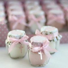 Memories for First Communion On this occasion I want to share some very nice ideas of memories to give to your guests at a first communion party, check Baptism Favors, Baptism Party, Baptism Gifts, Baby Girl Baptism, First Holy Communion, Childrens Party, Christening, Party Themes, Party Ideas