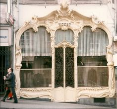 Casa vicent, porto, portugal for the exterior facade of my s Art Nouveau Architecture, Beautiful Architecture, Architecture Details, Art Deco, Shop Fronts, Stairways, Windows And Doors, Interior And Exterior, Shops