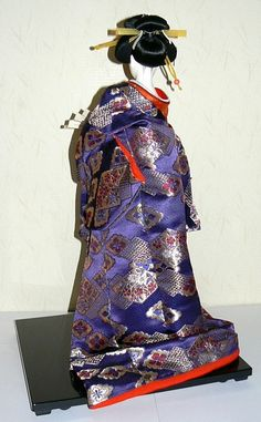 Japanese Traditional Dolls   Japanese traditional doll of a Noble Lady with fan. Japanese Kimono ...