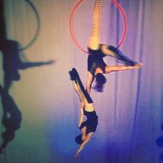 #aerial#aerialhoop#duo#acrogirls#in#the#air#partnerwork#duo#duet#cerceauh#cirque#воздух#кольцо#воздушные#гимнасты#russian#girls#lyra