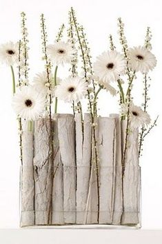 white arrangement to welcome winter Creative Flower Arrangements, Modern Floral Arrangements, Ikebana Arrangements, Floral Centerpieces, Winter Flower Arrangements, Deco Floral, Arte Floral, Floral Design, Corporate Flowers