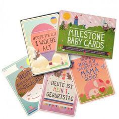 MILESTONE BABY CARDS SET im ersten lebensjahr eines babys gibt es viele meilensteine. das erste lächeln, das erste mal durchschlafen, krabbeln oder alleine sitzen, die ersten schritte. mit den milestone baby cards können eltern die kostbarsten momente im bild festhalten: datum auf die meilenstein karte schreiben und zusammen mit karte und kind ein photo machen. ein perfektes geschenk für werdende oder neue eltern.