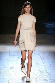 The Spell Of Fashion: Victoria Beckham SS2015 NY Fashion Week  http://themariopersonalshopper.blogspot.com.es/2014/09/victoria-beckham-ss2015-ny-fashion-week.html