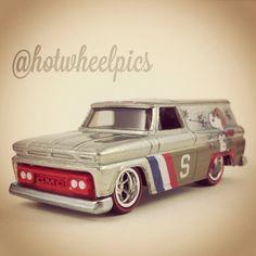 '64 GMC Panel - 2014 Hot Wheels - Pop Culture - Peanuts Series #hotwheels… Custom Hot Wheels, Hot Wheels Cars, Hunts, Peanuts Snoopy, Slot Cars, Diecast, Drums, Pop Culture, Transportation
