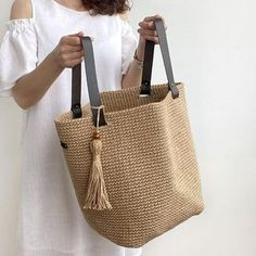 Christmas Craft Projects, Diy Projects, Jute Bags, Crochet Beanie, Handmade Bags, Straw Bag, Purses, Sewing, Knitting