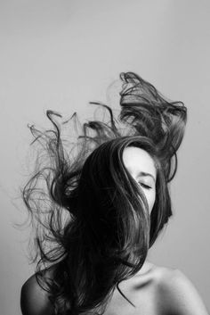 Overnight Hairstyles, Messy Hairstyles, Hair Photography, Portrait Photography, Teal Hair Highlights, Overnight Hair Mask, Hair In The Wind, Wind Hair, Liquid Hair