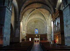 La nef principale « Notre Dame » de la CATHEDRALE ST LEONCE DE FREJUS: La cathédrale possède 2 nefs accolées suite à des modifications successives pendant des siècles: la nef Notre-Dame -c'est en partie l'ancienne église paléochrétienne romane-, la nef St Etienne du 11°-12°s, elle était réservée à l'origine à l'évêque.