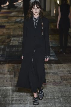 See the complete Damir Doma Fall 2016 Ready-to-Wear collection.